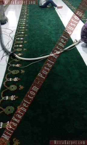 Proses shering Mitra Karpet menggunakan mesin shearing dengan kualitas terbaik dari USA dan Jerman.