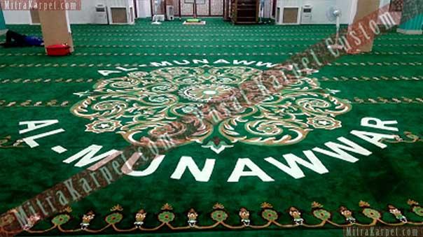 Pemasangan karpet masjid Al Munawwar Balikpapan dilakukan oleh karyawan Mitra Karpet yang berpengalaman dan proffesional