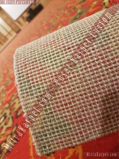 Karpet Axminster tampak belakang