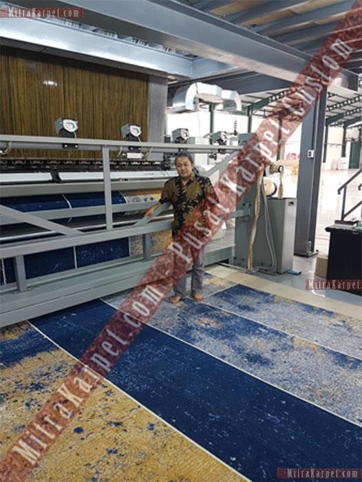 Pak Purwoko Owner Mitra Karpet Bersama Mesin Pembuat karpet Axminster untuk Karpet Hotel