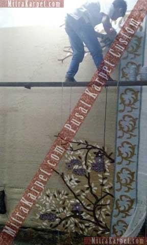 proses pembuatan karpet aula kantor gubernur jambi