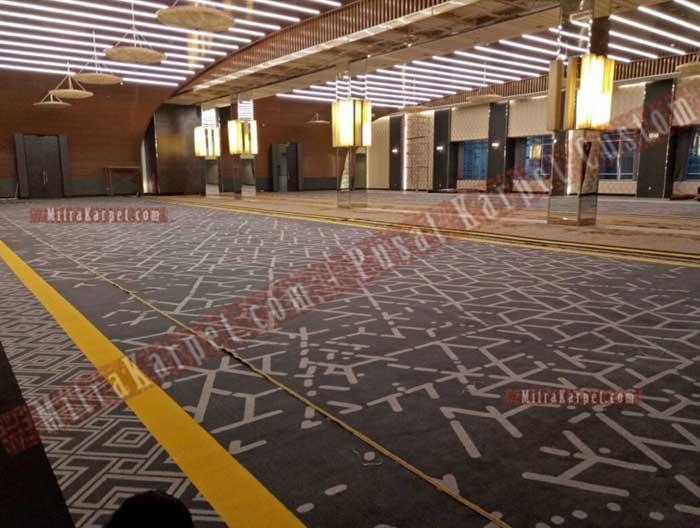 Proses Pemasangan Karpet Axminster untuk Karpet Ballroom Plaza Bapindo Jakarta